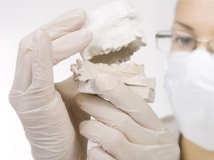 Knochenaufbau zur Vorbereitung der Implantologie