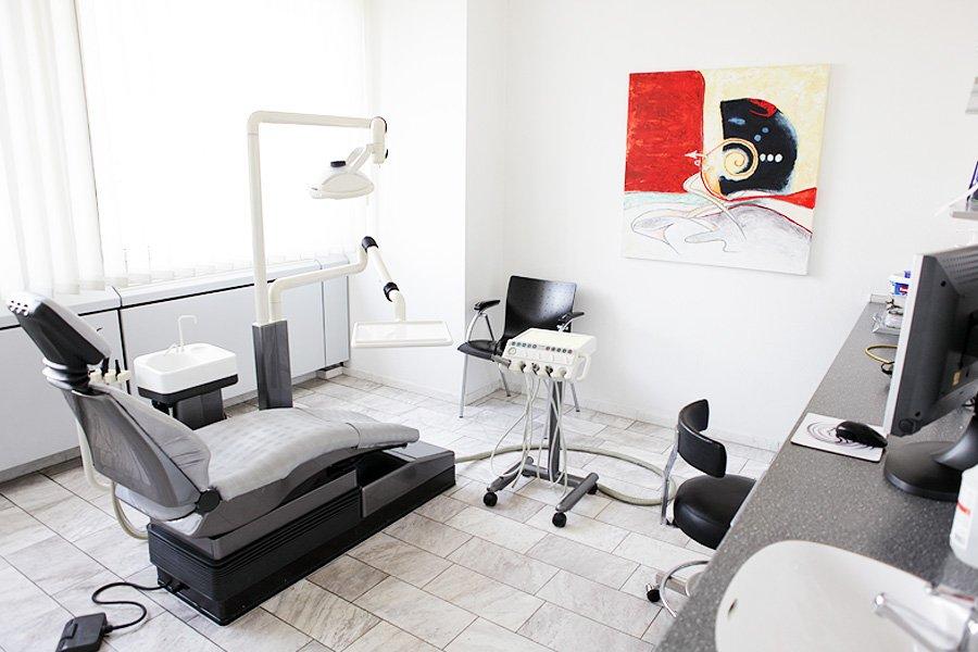 Behandlungsraum der Praxis in Dortmund